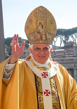English: Pope Benedict XVI performing a blessi...