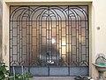 Porta a vetri, inizio anni Sessanta, situata a Seniga, provincia di Brescia, Italia.JPG