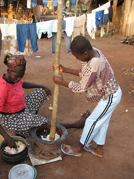 File:Pounding Fufu in Ghana.jpg