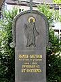 Priestergrab St. Nikolaus Haar (3).jpg