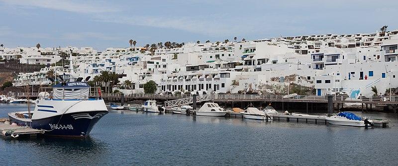 File:Puerto de Puerto del Carmen.jpg