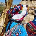 Puno, femme uros du lac Titicaca.jpg