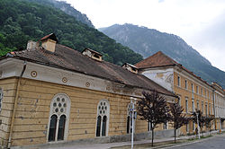 http://upload.wikimedia.org/wikipedia/commons/thumb/8/88/RO_CS_Baile_Herculane_houses.jpg/250px-RO_CS_Baile_Herculane_houses.jpg