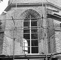 Raam in koor noord-oost hoek, exterieur - Kapel-Avezaath - 20123847 - RCE.jpg