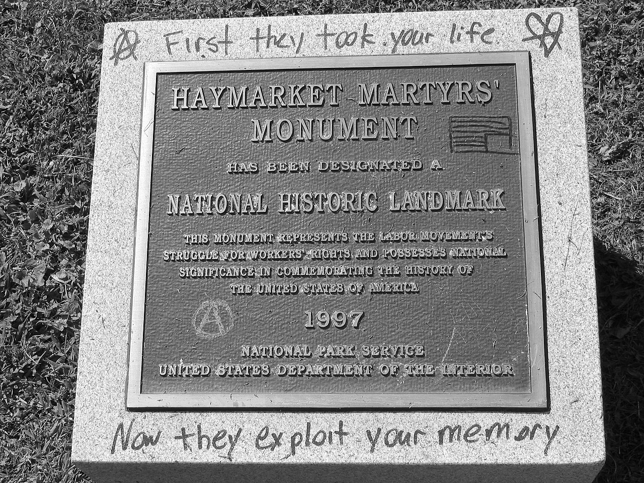 placa conmemorativa a los mártires de chicago