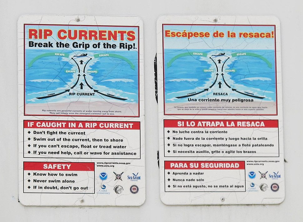 Rip current warning signs at Mission Beach