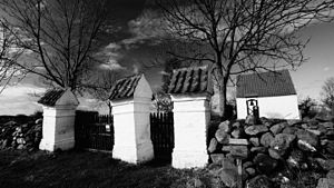 Rolsø Kapel - Rolsø Kapel, Desolate Protestant Lutheran Cemetery