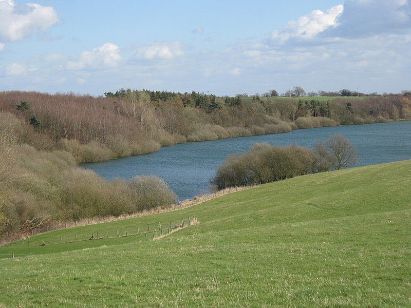 File:Rutland Water. - panoramio.jpg