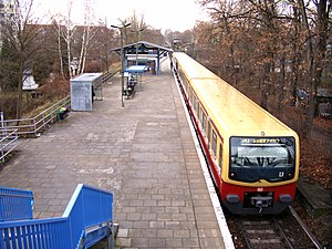 Schöneweide–Spindlersfeld branch line - Oberspree station: there used to be a second track along the left edge of the platform