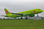 S7 - Siberia Airlines, Airbus A320-214, VQ-BRC (18044211708).jpg