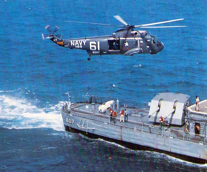 File:SH-3A HS-8 over USS Benner (DD-807) off Vietnam.jpg