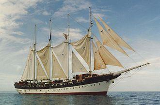 Fantome (schooner) - Image: SV Fantome side view