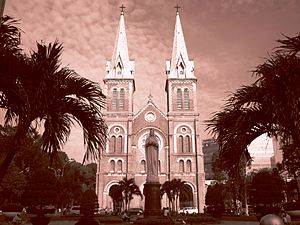 District 1, Ho Chi Minh City - Image: Saigon Notre Dame Basilica