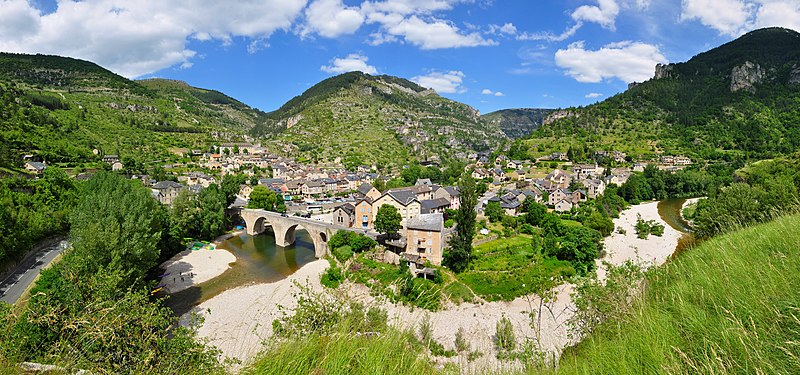 File:Sainte-Enimie-Gorges du Tarn-Frankreich.jpg
