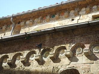 Sant'Andrea Forisportam (Pisa) - Ceramic detail of exterior.