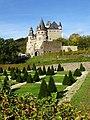 Schlossgarten mit Schloss Bürresheim.jpg