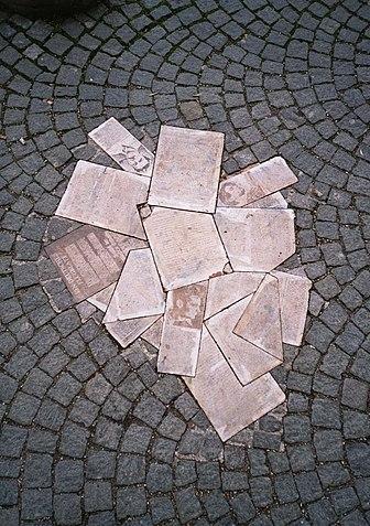 Белая Роза, памятник