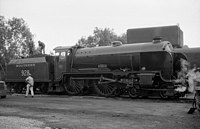 Schools class 4-4-0 No. 928 Stowe on the Bluebell Line.jpg