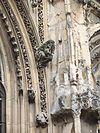 Sculptures sur la face sud de l'église.jpg