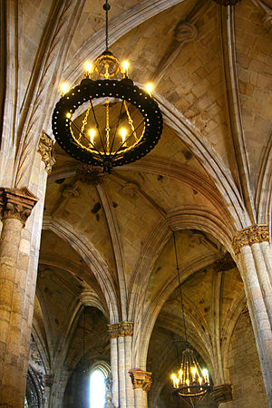 Viseu Cathedral - Inner stone vaulting with ribs in the shape of twisted ropes and knots.