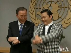 Secretary General Ban Ki moon and PSY Korean singe.ogv