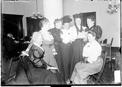 Middle-class Chicago women discuss Spiritualism (1906).