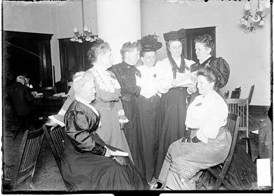 中流階級の女性たちの心霊主義の集まり(1906年、シカゴ)