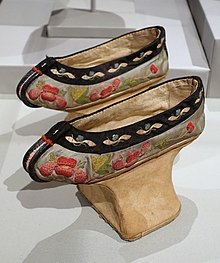 Shoes for a Manchu noblewoman, China, Qing dynasty, mid 1800s AD, silk, wood - Textile Museum, George Washington University - DSC09970.JPG