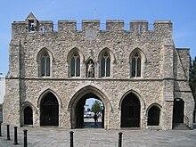 https://upload.wikimedia.org/wikipedia/commons/thumb/8/88/Southampton-Bargate.jpg/220px-Southampton-Bargate.jpg