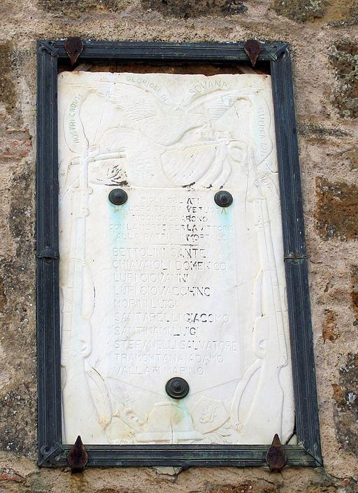 Sovana, palazzetto dell'archivio 04 lapide caduti prima g.m.