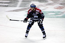 Description de l'image Spieler Travis James Mulock Eisbaeren Berlin O2-World Berlin 15-02-2015 cc by denis apel.jpg.
