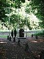 Stèle du dernier train parti pour Buchenwald à Compiègne.jpg