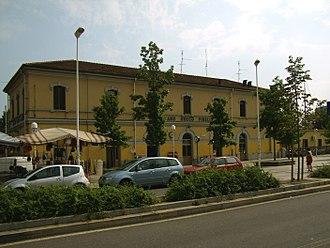 Milano Greco Pirelli railway station - The passenger building.