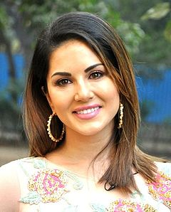 Sunny Leone and Vir Das snapped promoting 'Mastizaade'.jpg