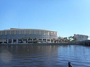 Hospital General de Tampa desde Bayshore Boulevard.jpg