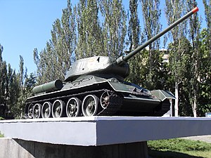 Tank monument next to the metro station Shulyavska.JPG