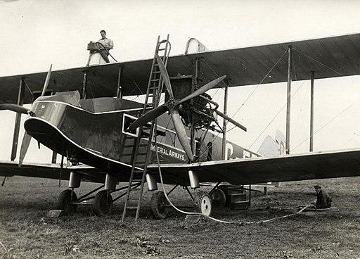 Tanken van een vliegtuig Airplane provided with fuel