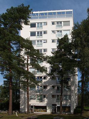 Tapiola - Mäntytorni apartment building, designed by Aarne Ervi