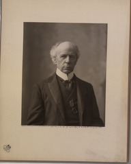 The Honourable Sir Wilfrid Laurier Photo C (HS85-10-16873) original.tif