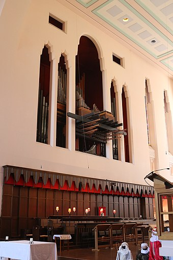 The organ, located above the choir stalls in the chancel, January 2016 The organ, Wellington Cathedral.JPG