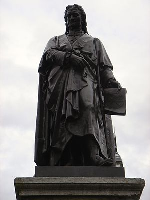 William Theed - Sir Isaac Newton by William Theed, 1858, bronze; St Peter's Hill, Grantham