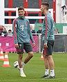 Thomas Mueller Niklas Suele Training 2019-04-10 FC Bayern Muenchen-1.jpg