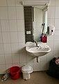 Toiletsink, mirror, etc. in School in Stord, Norway 2018-03-14 B.jpg