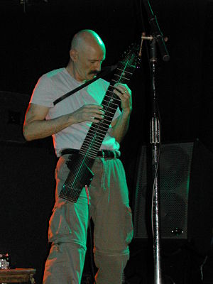 English: Tony Levin playing the Chapman Stick ...
