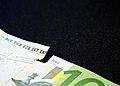 Torn 100 euro banknote 20180108.jpg
