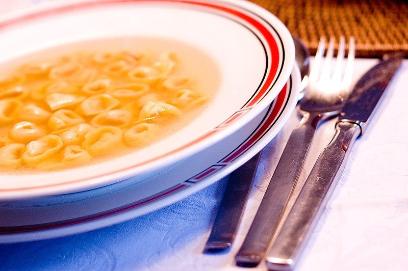 File:Tortellini In Brodo.jpg