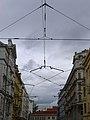 Tramvajové troleje v Lazarské.jpg