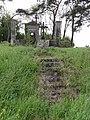 Travecy (Aisne) chapelle funéraire au bord de la route.JPG