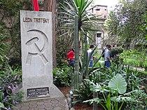 Trotsky Memorial in Garden - Leon Trotsky Museum - Coyoacan - Mexico City - Mexico (15333660737).jpg