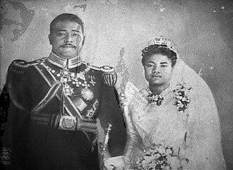 George Tupou II - Image: Tupou II and Lavinia Veiongo